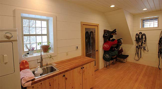 Tack room with washer and dryer